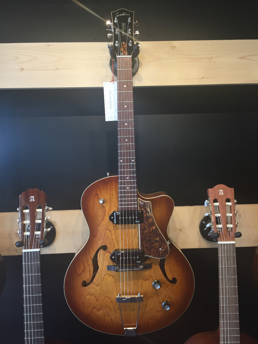 GODIN 5th CWAVENUE KINGPINII COGNAC BURST